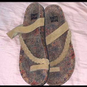 Muk luks size 11 tan sandals